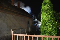 Füst gomolyog az épület felett