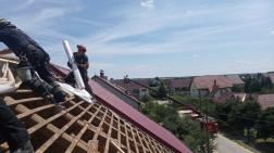 fóliázzák a tetőt