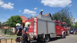 tűzoltók az utcán készülnek