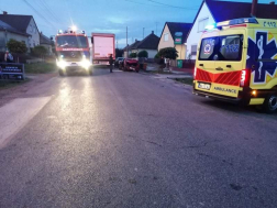 utcakép, mentők tűzoltók balesetes autók