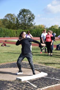 súlylökő nő