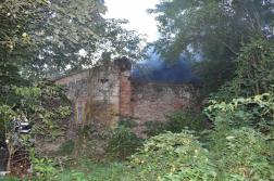 Halálos lakástűz Nagyatád külterületén - romos épület távolról