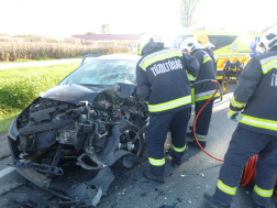 Kaposújlak baleset beszorult sofőr mentése
